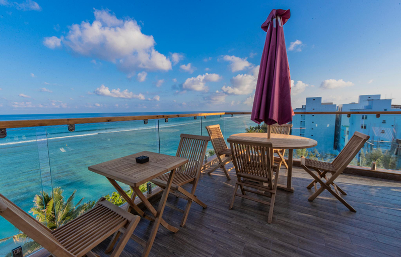 Coral Grand Beach & Spa, Malé