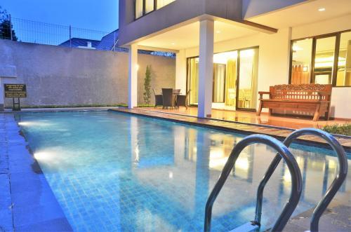 Cemara Villa 3 bedroom with a private pool, Bandung