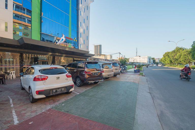 RedDoorz Premium near Grand Batam Mall, Batam