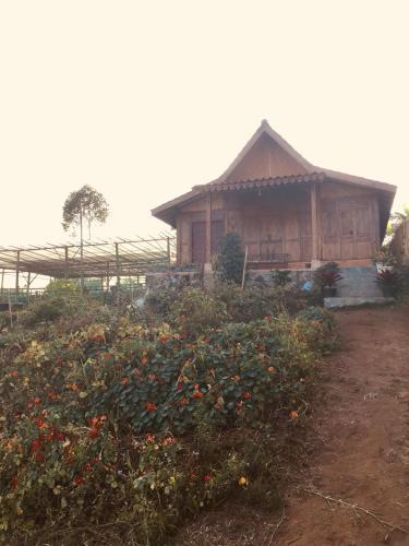 villa joglo lembang cisaroni, Bandung