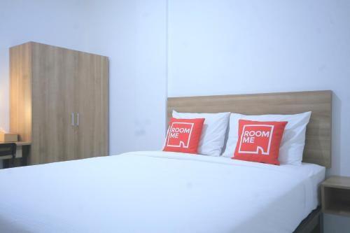 RoomMe Meruya Saphire ( Syariah ), West Jakarta