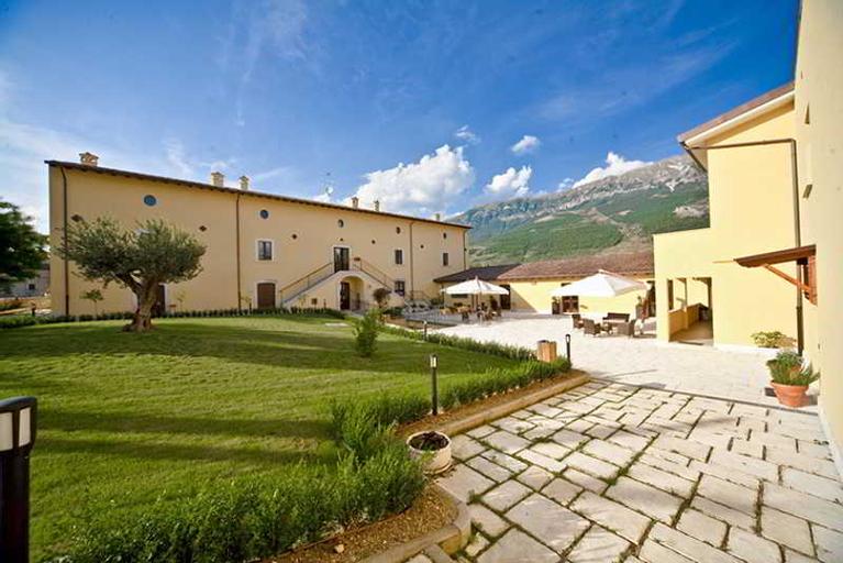 Villa Giovina, L'Aquila