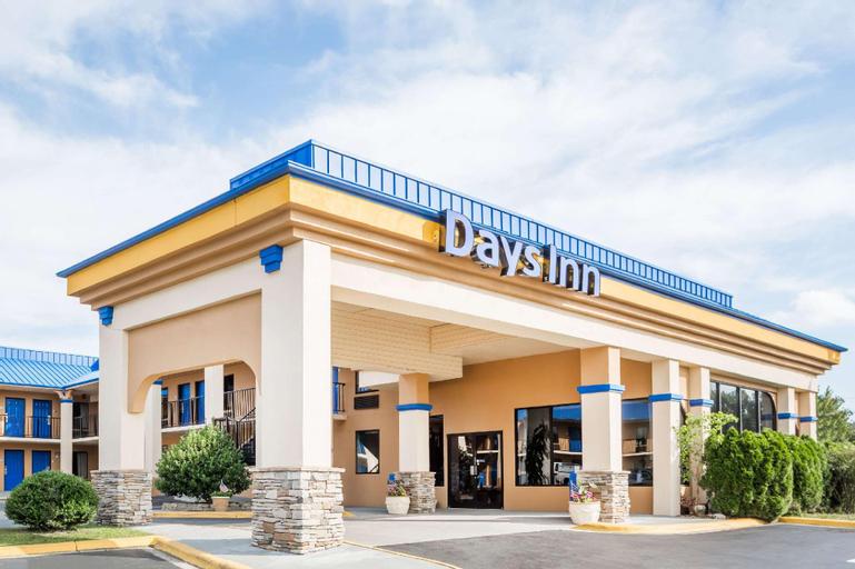 Days Inn by Wyndham Hendersonville, Henderson