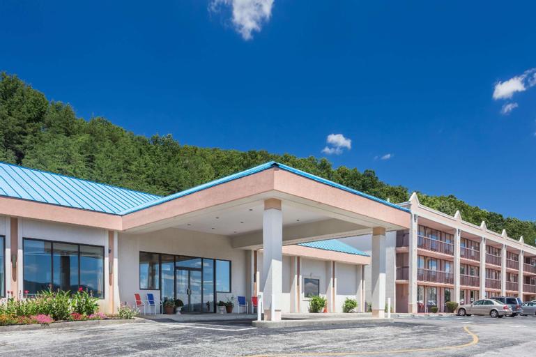 Howard Johnson Hotel & Conference Center by Wyndham Salem, Roanoke