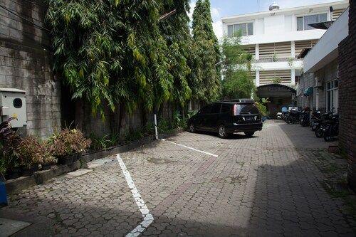 RedDoorz near Tunjungan Plaza, Surabaya
