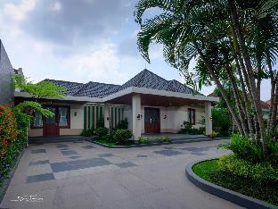 Cozy Dutch Style House in Jalan Ijen Malang, Malang