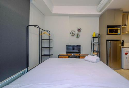 Cozy Gold Coast Studio Apartment with Pool and Sea View By Travelio, North Jakarta