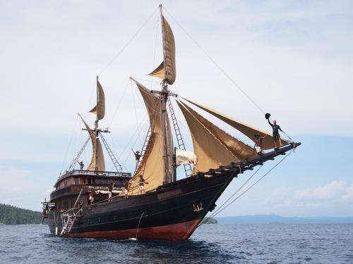 Alila Purnama - Cendrawasih Bay, Manokwari