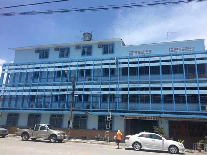 Betong Hotel, Batong
