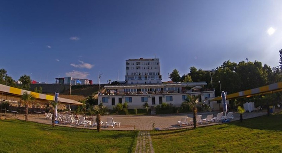 Mora Hotel, Merkez
