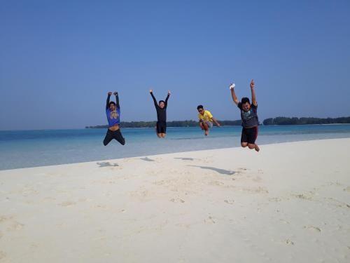 Khairudin pulau seribu, Thousand Islands
