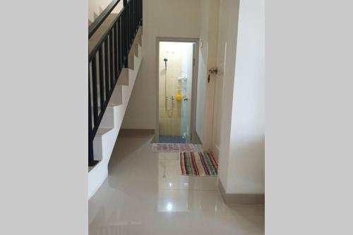 Widi Homestay- 3 Bed Room, 6-8 Pax (Free Pick Up), Batam