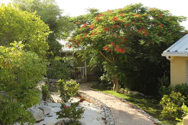 Kokomo Botanical Resort & Spa ,