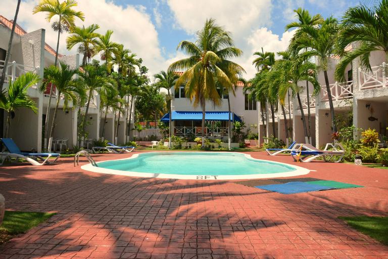 Chrisanns Beach Resort,