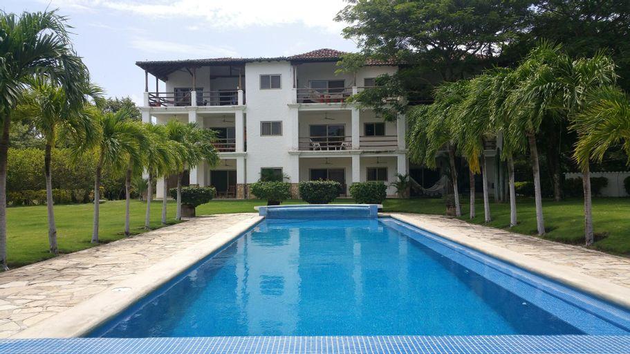 Hacienda Iguana Beach and Golf Resort, Tola