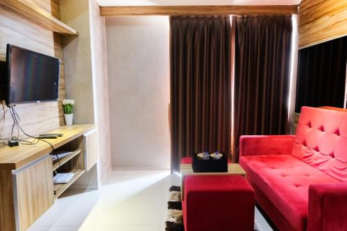 Modern Furnished 1 BR @ The Accent Condominium Apartment By Travelio, Tangerang Selatan