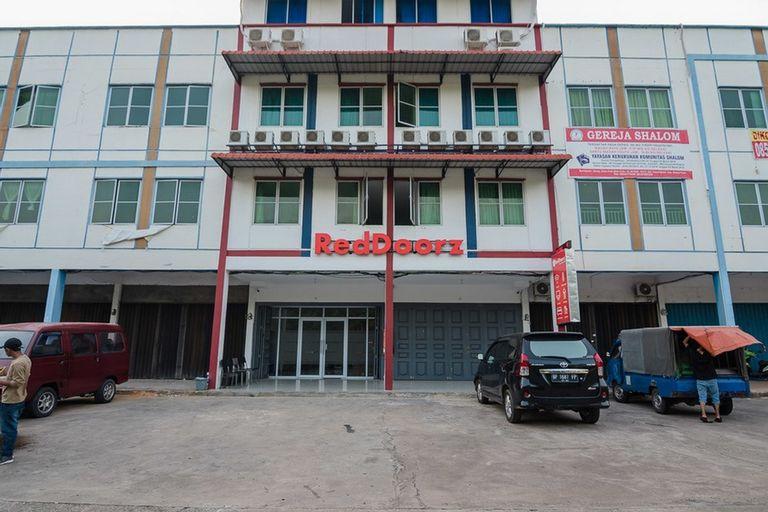 RedDoorz Plus near Kepri Mall, Batam