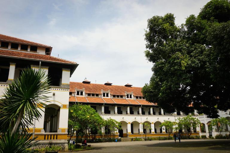 D'Paragon Bulusan Semarang, Semarang
