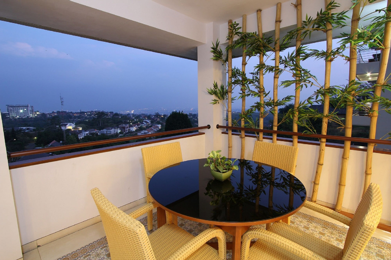 De Firen Villa Syariah, 5 BR, MOUNTAIN AND CITY VIEW, Bandung
