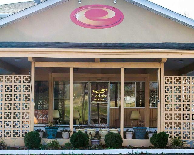 Econo Lodge Inn & Suites Warren, Trumbull