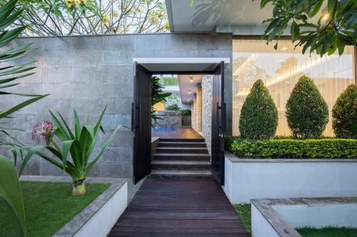 Nusa Dua Villa with a view, minutes away from beach, Badung