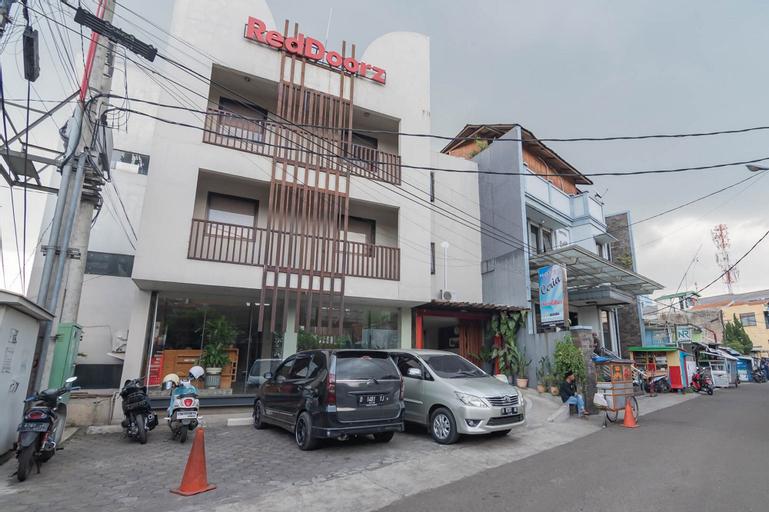 RedDoorz Plus near Asia Afrika 3, Bandung