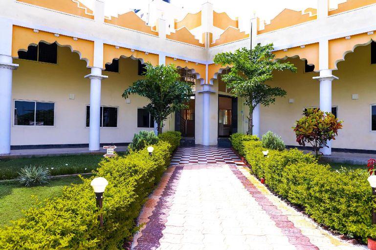 A budget cum luxury resort next to Brindavan gardens, Mandya