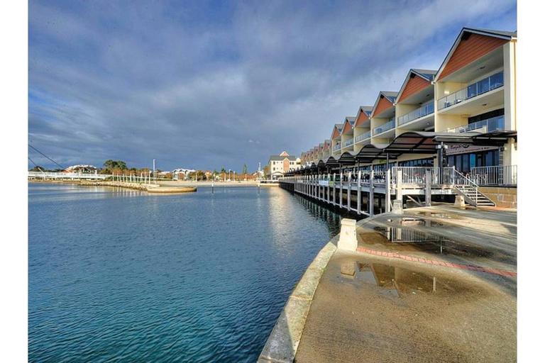 Dolphin Quay Apartments, Mandurah