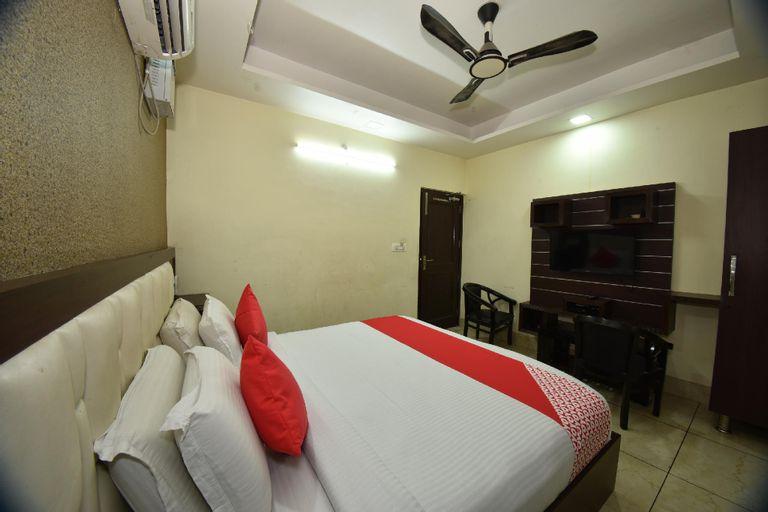 OYO 8950 Hotel Jhankar, Rohtak
