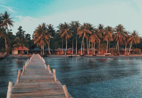 Karodo Dive Resort, Tojo Una-Una