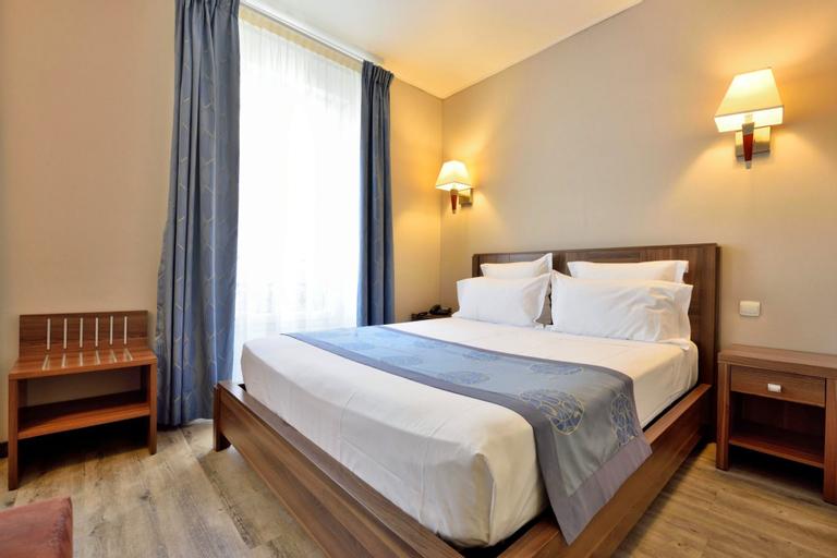 Hotel Capitole, Alpes-Maritimes