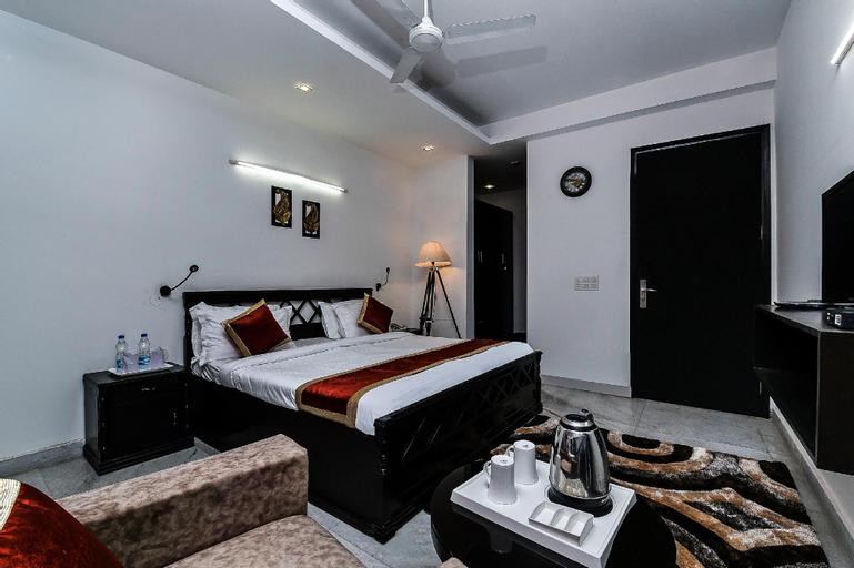 OYO 16810 Home Luxury Farm Vasant Kunj, West
