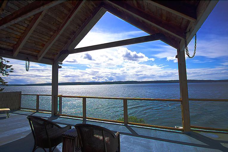 Camano Island Inn, Island