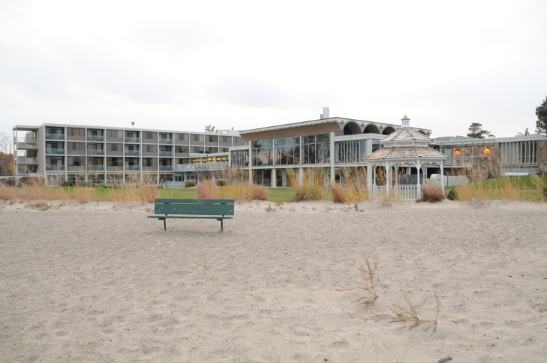 Illinois Beach Hotel & Conference Center, BW Premier Collection, Lake
