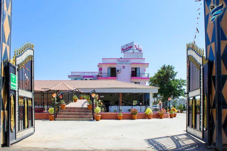 LSQ Pink Lake, Palghar