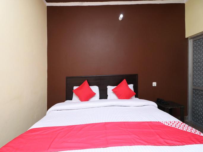 SPOT ON 30256 Hotel Blue Star, Una
