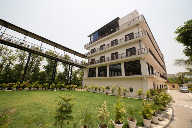 Capital O 42259 Hotel Vinayak Grand, Ambedkar Nagar
