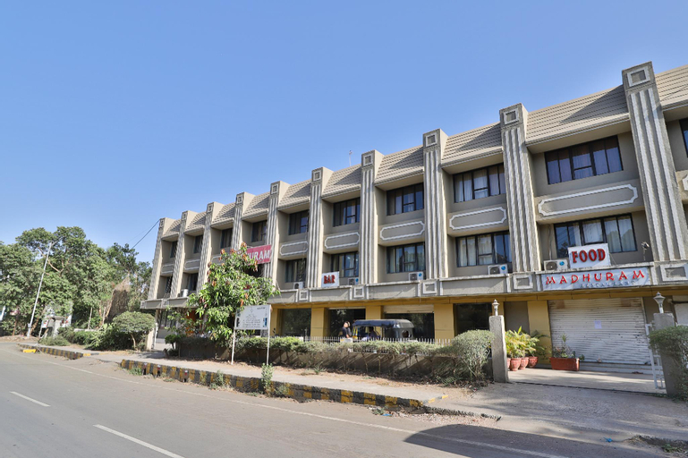 SPOT ON 40098 Hotel Madhuram, Dadra and Nagar Haveli