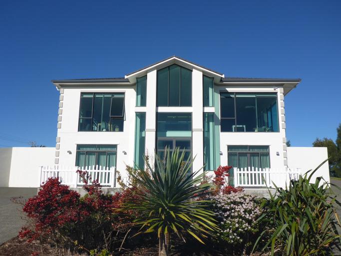 Silverdale Hilltop Lodge, Rodney