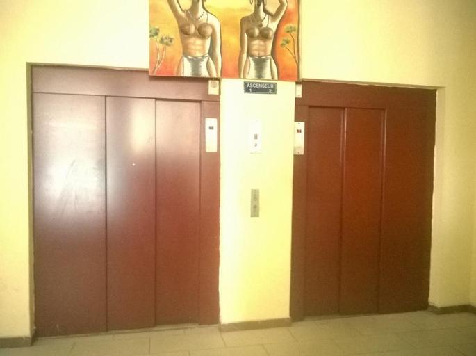 Hotel Akena City, Wouri