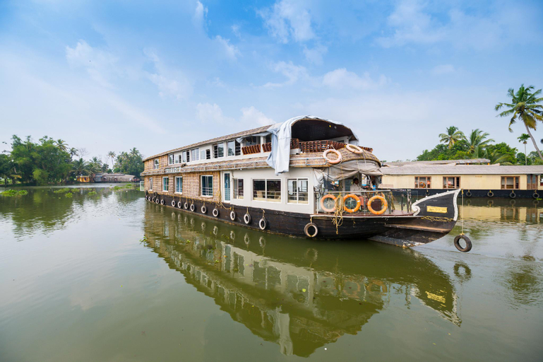 OYO 24611 Houseboat Water Cruise Sharing, Alappuzha