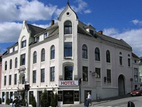Grev Gyldenløve Hotel, Larvik