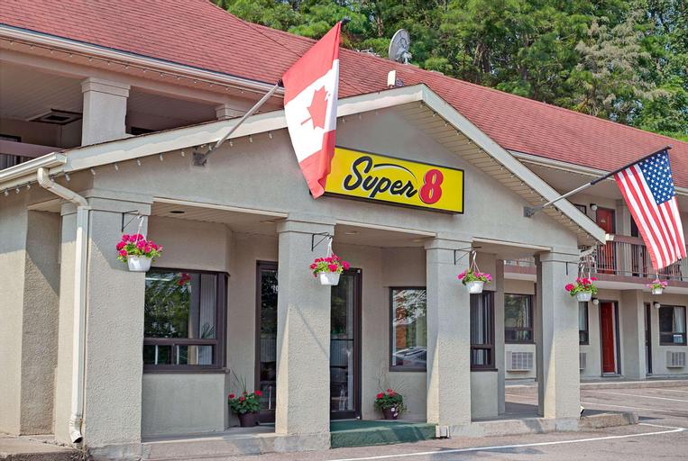Super 8 by Wyndham Niagara Falls North, Niagara