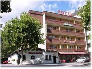 Adhhoc Hotel, Brig