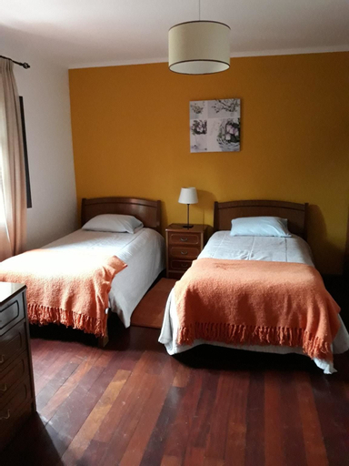 House With one Bedroom in Camacha, With Wonderful Mountain View, Enclosed Garden and Wifi - 12 km From the Beach, Santa Cruz