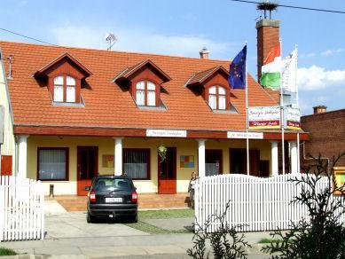 Borostyan Guesthouse, Békési
