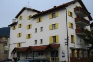 Hotel Grischunata Weiss Kreuz, Imboden