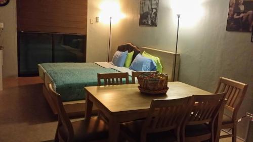 Lee's comfort house,