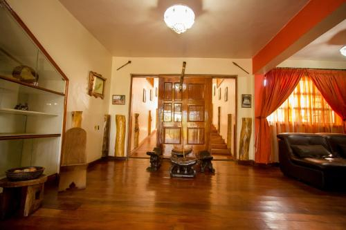 Magharibi Garden Hotel, Nyaribari Chache