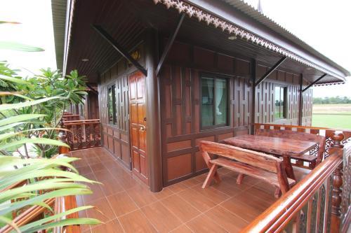 Ruean Thai Home Resort, Bang Len